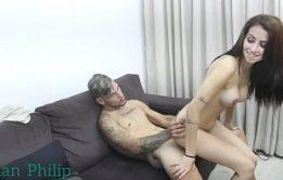Pai entrelaçado com sua filha bem gostoso