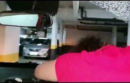 Encontrando a novinha perdida e comendo ela no carro