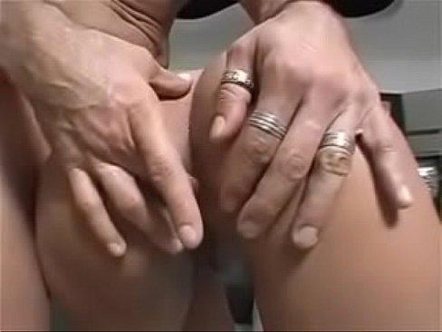 Ninfetinha viciada em sexo anal no redtub