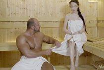 Bombado musculoso fodendo buceta da Russa da sauna