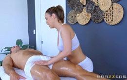 Sexo grátis com massagista gostosa fodendo sem camisinha