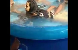 xxvidio pono Novinha pelada no periscope dentro da piscina
